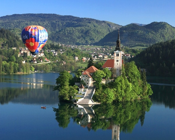 Polet z balonom v Sloveniji nad Bledom ali Ljubljano